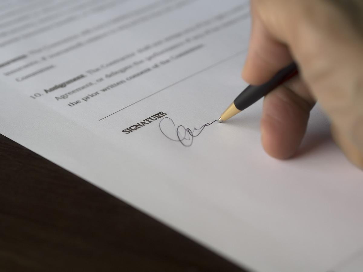 Ecco quando NON firmare un contratto editoriale.