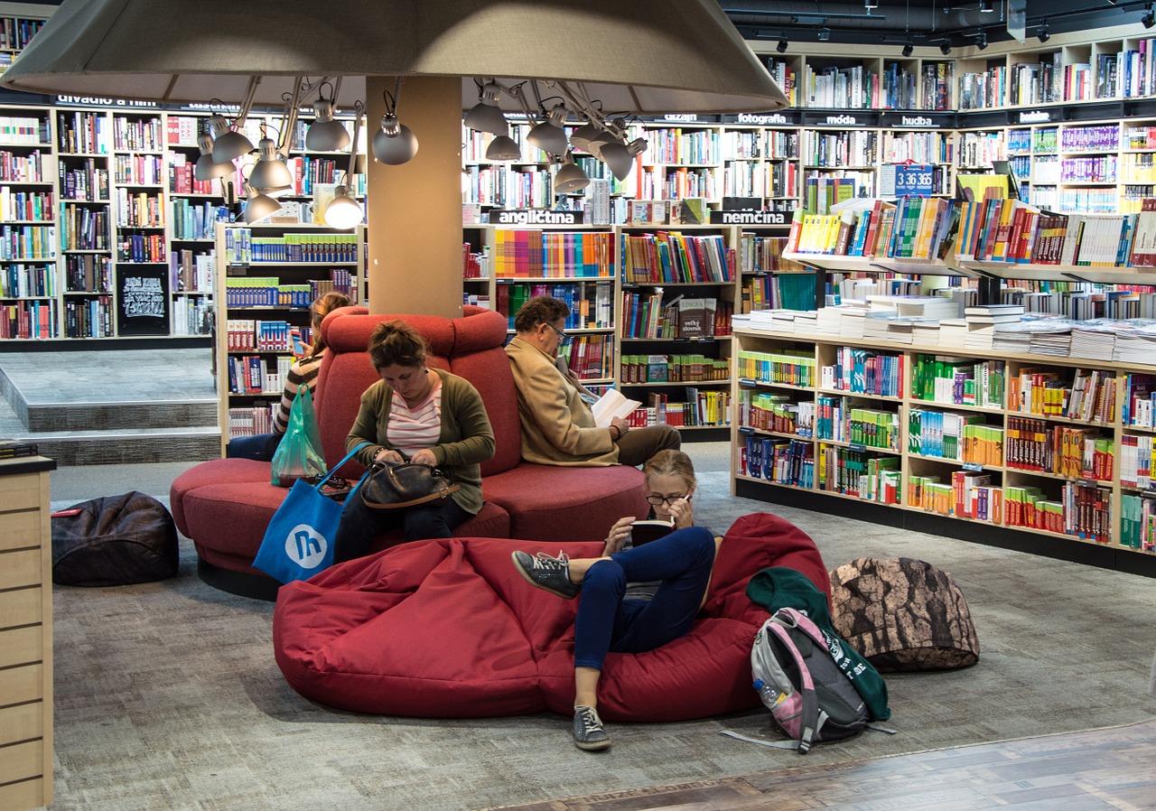 Conviene andare in giro a presentare libri?